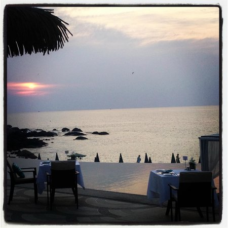 The Shore at Katathani:                   tramonto