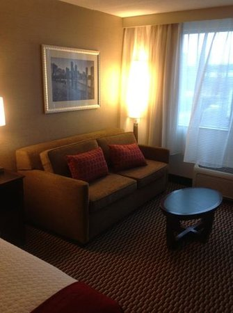 Crowne Plaza Boston Woburn: sitting area