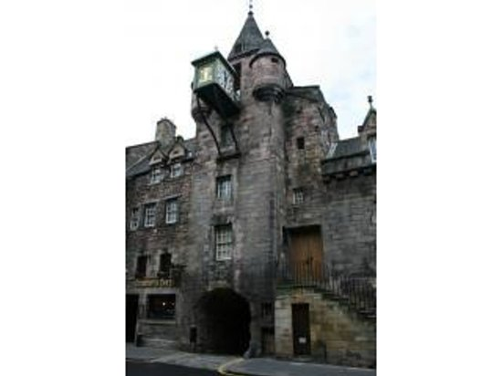 Atholl Brae Royal Mile: View of Old Tolbooth Wynd entrance from the Royal Mile