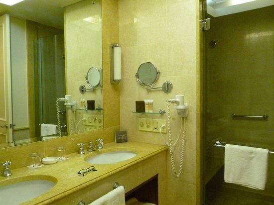 Pullman Reef Hotel Casino:                   Bathroom