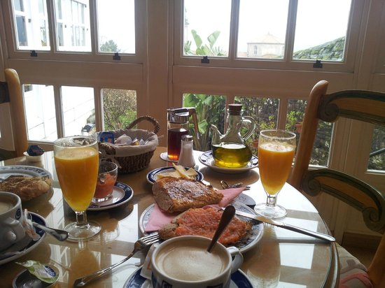 Costa Vella Hotel: Desayuno en la galería de la 1ª planta. Perfecto.