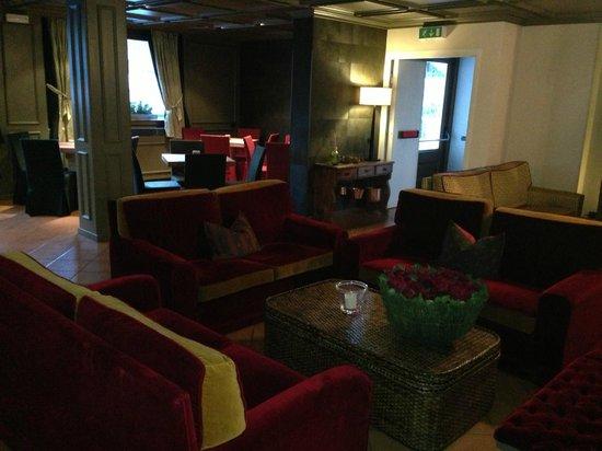 Hotel Alu: interior lobby