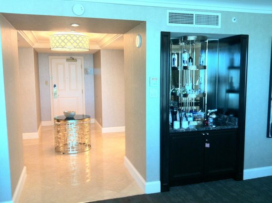 Four Seasons Hotel Las Vegas:                   Entry & bar                 