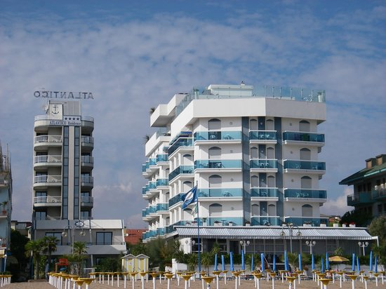 Hotel Atlantico: view from the beach