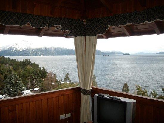 Apart Hotel Cabanas Balcon al Lago:                                                       En la cabaña, hermosa vista!