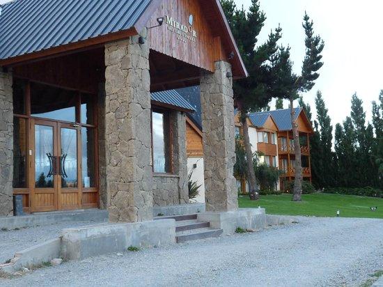 Hotel Mirador del Lago:                   Entrada al hotel