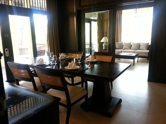 Impiana Resort Patong Phuket :                   Dining and family area