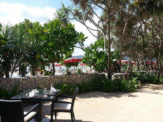 Impiana Resort Patong Phuket:                   Towards the beach