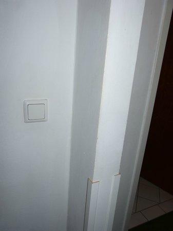Hotel Neutor:                   Wände ohne frisches Weiß
