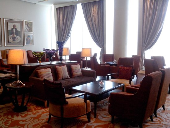 Raffles Makati: writer's bar