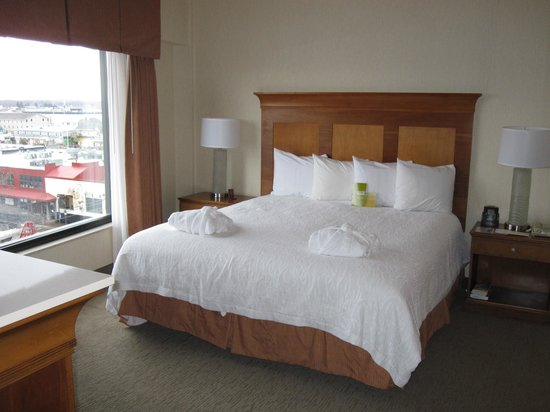 Hilton Garden Inn Portland Downtown Waterfront:                   Suite 518