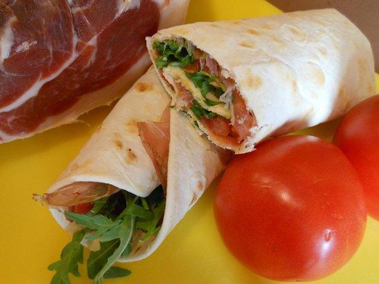 Osteria Filo: wraps crudo squacquerone e rucola