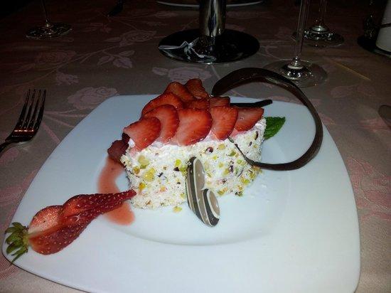 Domina Coral Bay Prestige Hotel:                                                       Plaisir restaurant Valentine's evening des