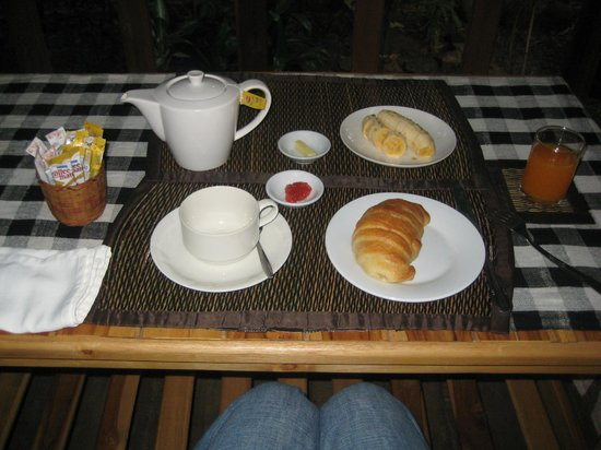 Auberge Sala Inpeng (Mekong Riverside Inn):                   breakfast on balcony