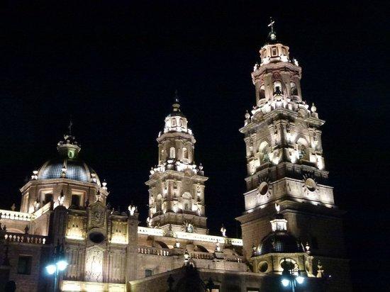Casa Castillo: Catedral Sabado por la noche