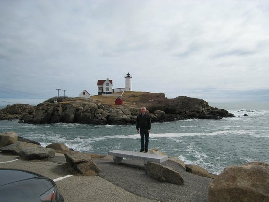 Cape Neddick Nubble Lighthouse: Roger enjoying the Lighthouse