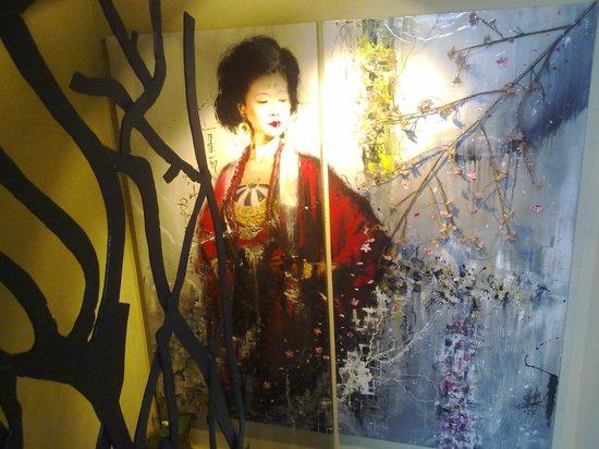Miyama :                   quadro esposto sulla scala che conduce al piano superiore