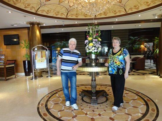โรงแรมฟลอร่าแกรนด์:                   Холл Flora Grant