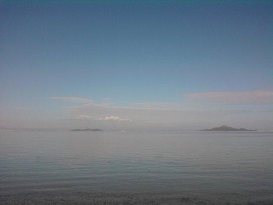 Playa de Los Nietos:                   La playa tiene poca profundidad por lo que es ideal para los niños.