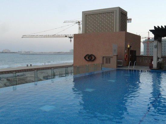 Sofitel Dubai Jumeirah Beach:                   piscina