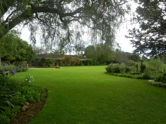 Gerald's Gift Guest House:                   The wonderful garden with the main house