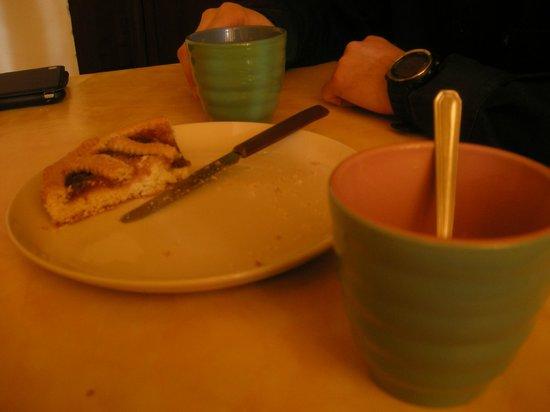 Nonna Rana Holidays Apartments: la nostra colazione con l'ottima crostata fatta in casa!
