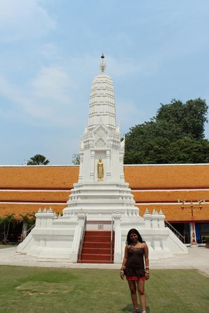 Temple of the Great Relic (Wat Mahathat):                                     Wat Mahathat_Dev_Shona