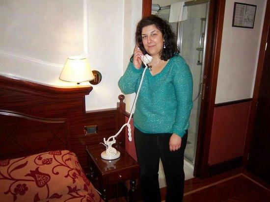 Hotel Best Roma:                   stanza 305- bel telefono!
