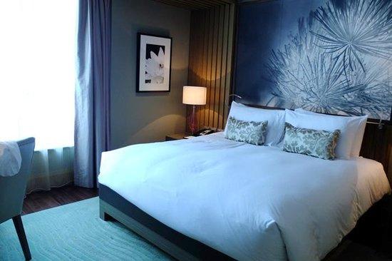 โรงแรมโซฟิเทล กรุงเทพ สุขุมวิท:                   the room with nice deco