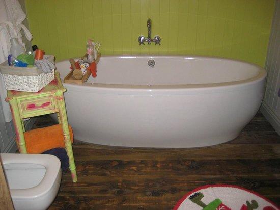 Lower Barns Boutique B&B:                   Bathroom