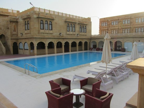 Pool mit restaurant picture of hotel rang mahal - Jaisalmer hotels with swimming pool ...