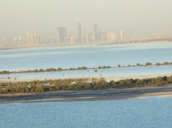 بارك إن أبو ظبي، ياس آيلاند:                                     Abu Dhabi in the morning from the room                    