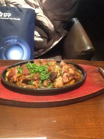 Happy Bar & Grill :                   el pollo con verduras