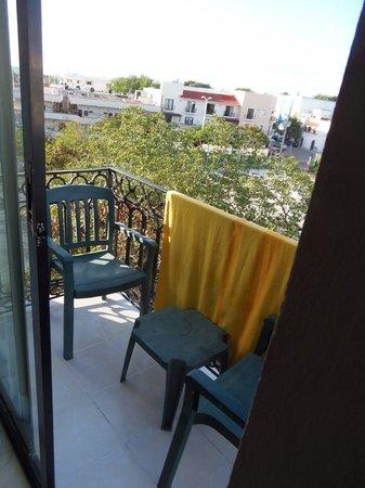 Koox Caribbean Paradise Hotel:                   Balkon aan de achterkant