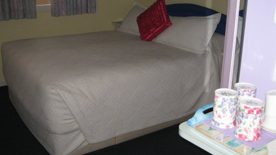 Little Bullocks Farm:                   Double bed