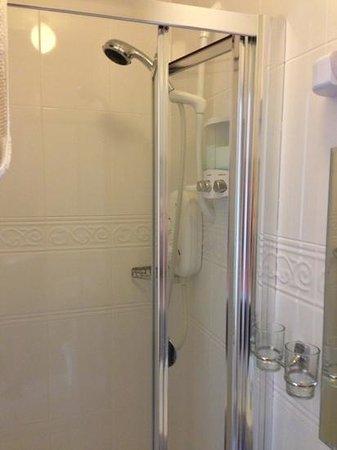 Kenmur House B & B:                   shower