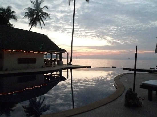 Lipa Lodge Beach Resort:                   Sunset at Lipa Lodge