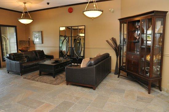 Prestige Hotel Vernon: Entrance Lobby