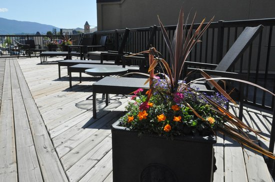 Prestige Hotel Vernon: Upper Level Sun Deck