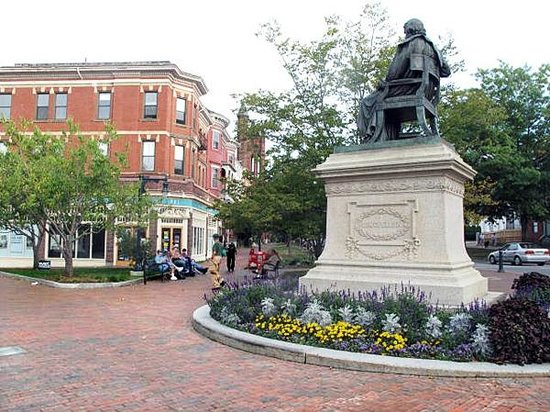 The Scenic Route Maine Tours : Longfellow Square