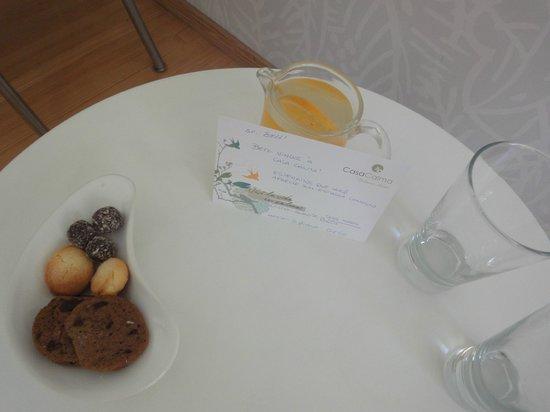 Casa Calma Hotel:                   Um mimo a mais: boas vindas com docinhos, água de laranja geladinha e cumprime