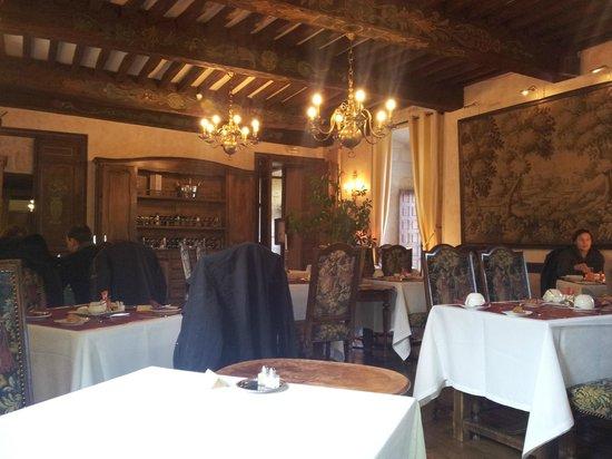 Chateau de la Fleunie:                   Salle à manger