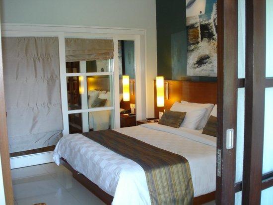 Bali Dynasty Resort:                   camera tripla suddivisa da porte scorrevoli