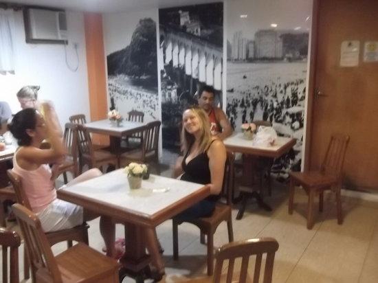 Hostel Republica:                                     Salão do café da manhã