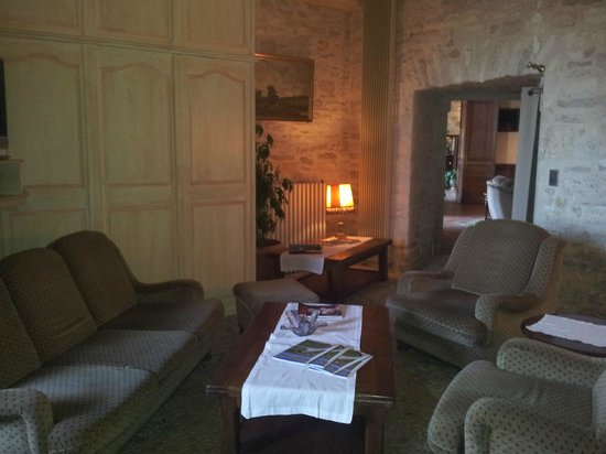 Chateau de la Fleunie:                   salon lecture