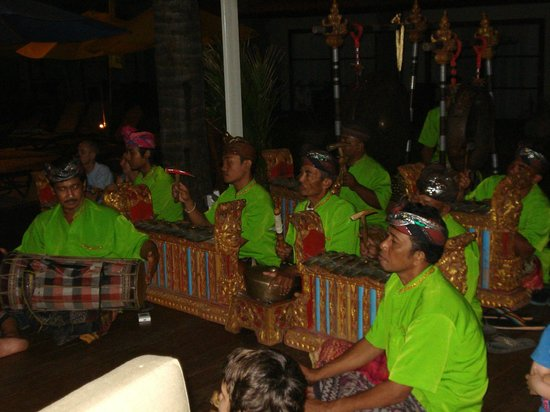 บาหลี ไดนาสตี้ รีสอร์ท:                   spettacoli etnici e balletti balinesi