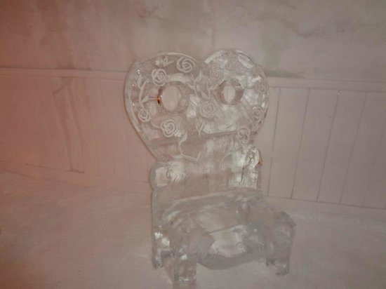 Hotel de Glace: An ice chair in our Love themed suite