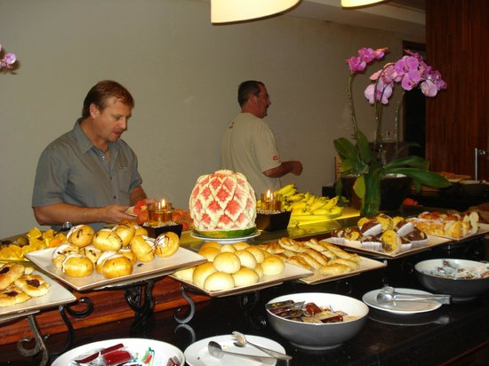 Bali Dynasty Resort:                   mega-colazioni a buffet
