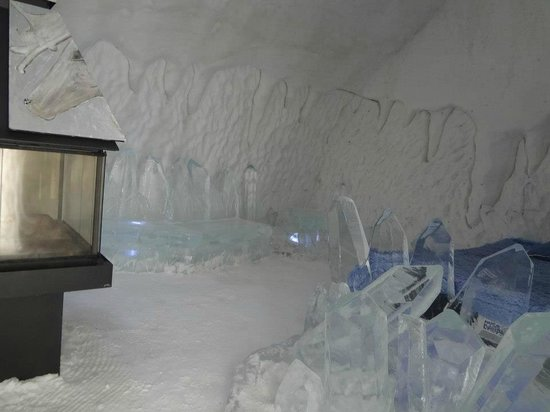Hotel de Glace: Another themed suite, with a fireplace.  More money.