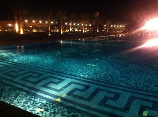 The St. Regis Doha: la piscina